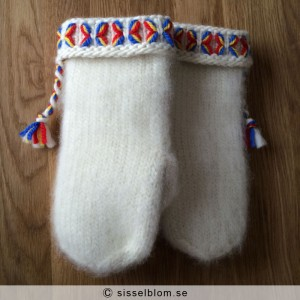 Handstickade Lovikkavantar 3 - säljes