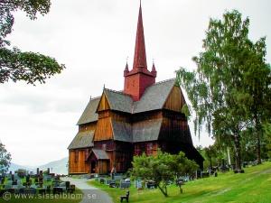 Ringebu stavkirke från åren 1200-1225, men den kan vara äldre.