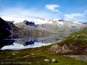 Vacker fjellvy av Djupvattnet vid Djupvasshytta, Geiranger
